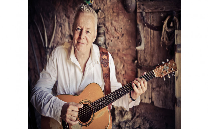 the-brown-theatre-on-broadway-tommy-emmanuel